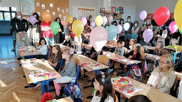Netypicky o týden později nastoupili do školy žáci poděbradské Základní školy TGM.
