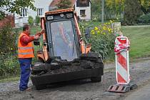 Začátek výstavby chodníků v Rašovicích