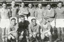Slavné mužstvo Polabanu, Vladislav Kračmar první zleva vpředu