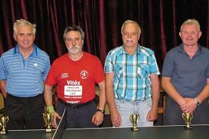 Nejlepší. Zleva je druhý Lubomír Salavec, vítězný Alois Salák, třetí Stanislav Havránek a čtvrtý Josef Jech