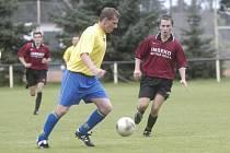 Fotbalisté Sokolče (ve žlutém) v loňské sezoně postoupili do I.A třídy, jako nováček se ale rozhodně nechovali, když dokázali sebrat body i silným týmům. Obsadili sedmé místo.