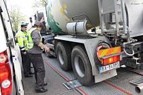 Kamiony policisté vážili letos v Nymburce, Poděbradech a Lysé