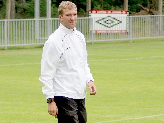 PETR MIKOLANDA v nedávné době působil v Ostré jako hráč. Nyní přijel na kemp pozdravil mladé fotbalisty