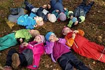 Děti si to v nové lesní školce v Pístech opravdu užívají.