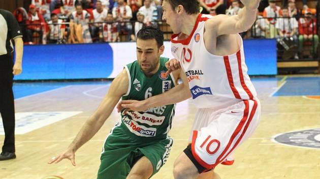 Z basketbalového zápasu VTB ligy Nymburk - Kaunas (84:90)