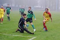 Z fotbalového utkání okresního přeboru Polaban Nymburk B - Kostelní Lhota (0:1)