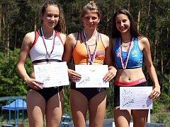STŘÍBRO. Nymburská atletka Kristýna Prokešová (vlevo) skončila na kolínském klání na druhé příčce