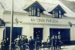 Firma Pařízek má dodnes v Městci králové zvučné jméno. Restaurace U Pařízků funguje dodnes.