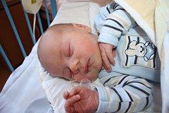 V KRCHLEBECH MAJÍ NOVÉHO OBČÁNKA. Je jím Tobias Vecko, který se narodil 29. prosince 2015 v 18.44 hodin. Vážil 3 420 g a měřil 50 cm. Rodiče Renata s Lukášem kluka odvezli domů do Krchleb za Diankou a Matyáškem.