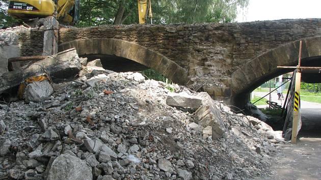 Přestavba záplavového mostu má být hotová do konce listopadu