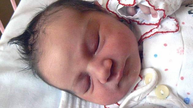 Linda Vyskočilová se narodila 14. března 58 minut po půlnoci. Prvorozená měřila 49 cm a vážila 3580 g. Linda se na ultrazvuku otáčela k mamince Jitce a tatínkovi Jakubovi zády, a tak je napínala do poslední chvíle. Rodina je doma v Nymburce.