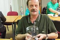 Křišťálový štít města Poděbrad za 80 odběrů obdržel Milan Jelínek