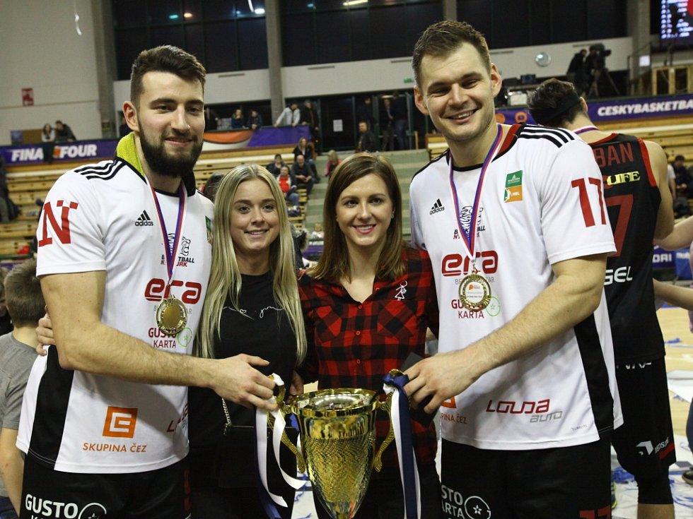 Z basketbalového finále Českého poháru Nymburk - USK Praha (100:94 pp)