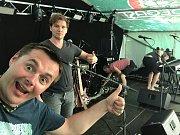 Rocková skupina Artmosféra zahrála na víkendovém Sázavafestu.