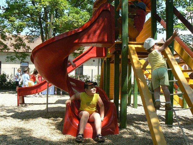 V Městci se radovali především rodiče s dětmi. Poprvé mohli zavítatna otevřené hřiště v rámci Dětského dne.
