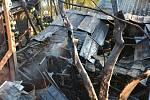 Hasiči likvidovali požár garáže v obci Luka pod Medníkem.