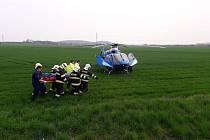 K dopravní nehodě osobního automobilu a nákladního vozidla došlo na silnici z Okřínku směrem na Senice.