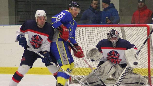 Hokejisté Poděbrad si nejen nedělní porážkou od Benešova zpečetili sestup z krajské ligy.