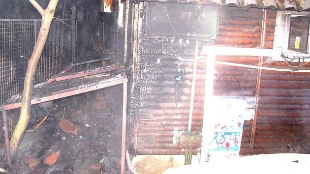 Požár domku u minigolfu
