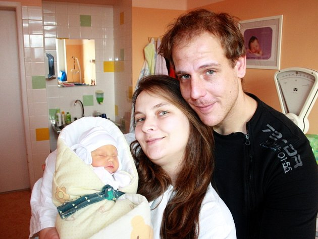 KLÁRKA BYLA DOPŘEDU PROZRAZENÁ HOLČIČKA. Klárka Mazancová se narodila 24. ledna 2015 ve 12.10 hodin. Vážila 2 640 g a měřila 43 cm. Prvorozenou dcerku si rodiče Lucie a Jakub nechali předem prozradit a odvezou si ji do Lysé nad Labem.