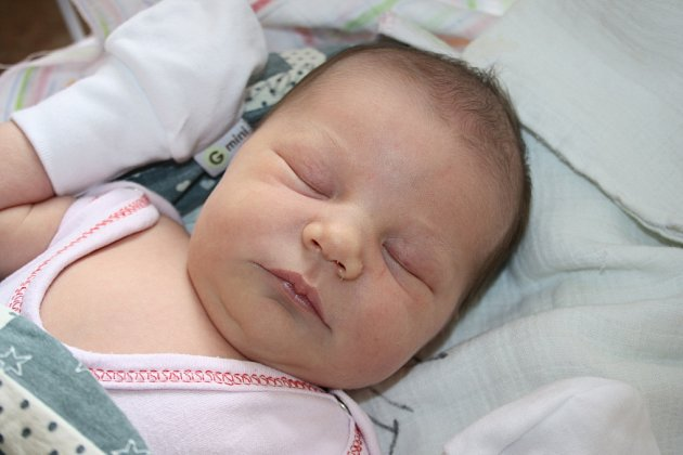 ELIŠKA JE PRVNÍ V RODINĚ. Eliška Hejná přišla na svět 5. června 2012 v 10.24 hodin s mírami 3 300 g a 49 cm. Je první miminko v rodině Radky a Michala z Třebestovic.