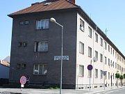 Ubytovna na rohu Resslovy ulice a ulice V Kolonii působí problémy obyvatelům okolních domů.