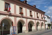 Budova radnice v Lysé nad Labem.
