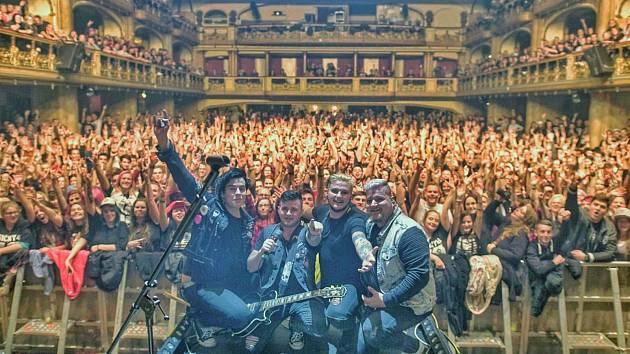 Skupina Sendwitch slavila na turné po boku Rybiček 48 úspěch.
