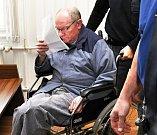 Josef Šimek (na snímku) si vyslechl verdikt za vraždu českošvýcarského podnikatele. Má si odsedět 15 let.