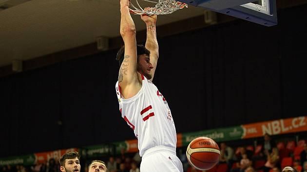 Z basketbalového utkání NBL Nymburk - Olomoucko (106:67)