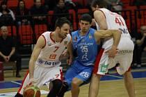 Z basketbalového utkání nejvyšší soutěže Nymburk - Prostějov (83:75)