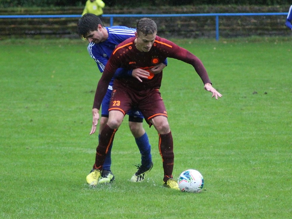 Fotbalista Lukáš Jiráň (číslo 23) v akci