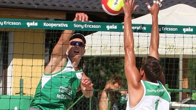 Z mistrovství republiky v plážovém volejbalu mužů v Pňově - Předhradí