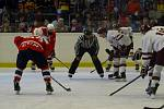 Na poděbradském zimním stadionu sehrály přípravné utkání hokejové celky Sparty Praha a Pardubic (1:3). Hala byla narvaná k prasknutí.