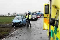 Po srážce dvou aut u Činěvsi