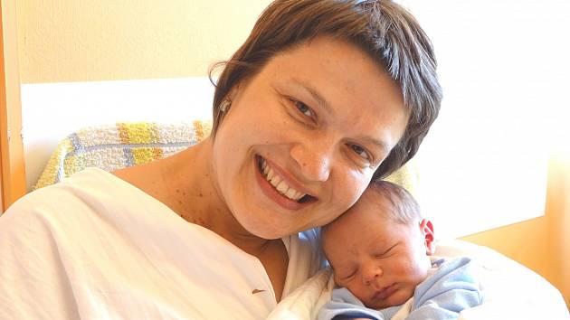 MICHAL KOZÁK se narodil 8. května 2018 v 5.10 hodin s délkou 50 cm a váhou 3 070 g. Chlapeček byl pro rodiče Romana a Michaelu a brášku Románka krásné překvapení. Rodina bydlí v Pečkách.