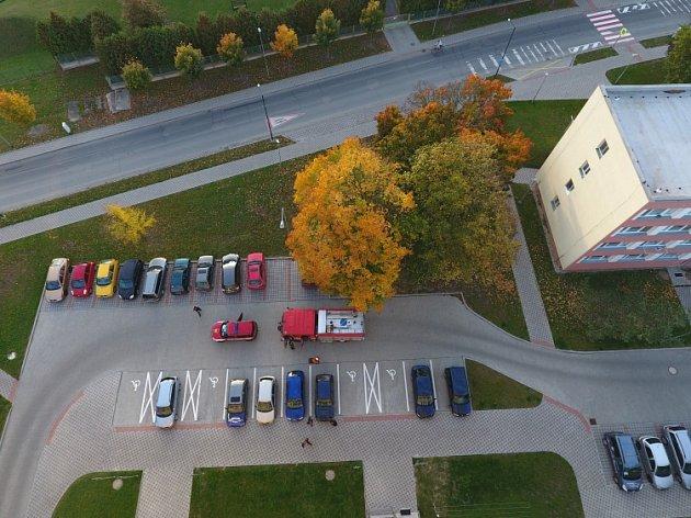 Průjezd Nymburkem a Poděbrady zkoušeli hasiči ve čtvrtek večer.