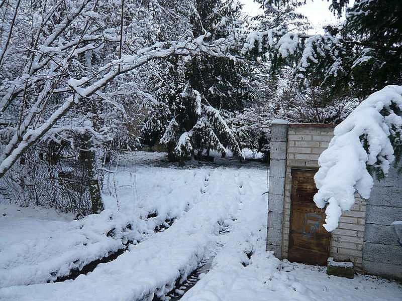 Likvidace černé skládky na zahradě rodinného domu: před, během a po.