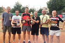 NEJLEPŠÍ TŘI PÁRY z tenisového turnaje amatérů, který se konal na kurtech v Sadské