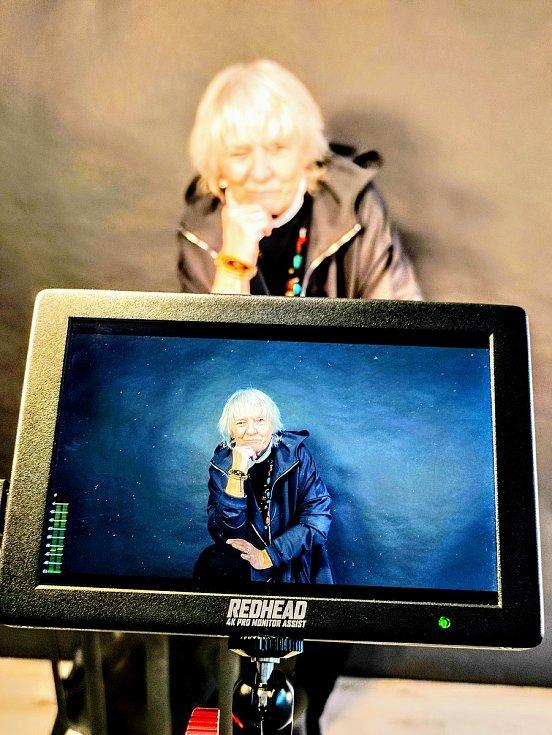 Z natáčení filmu Ruce pryč 2 v Nymburce a okolí.