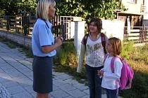 První školní den policisté zapojili školáky do akce Zebra.