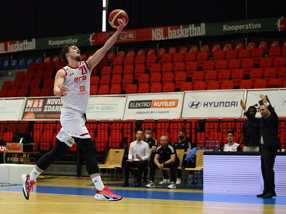 Z basketbalového utkání Kooperativa NBL Nymburk - Opava (87:70)