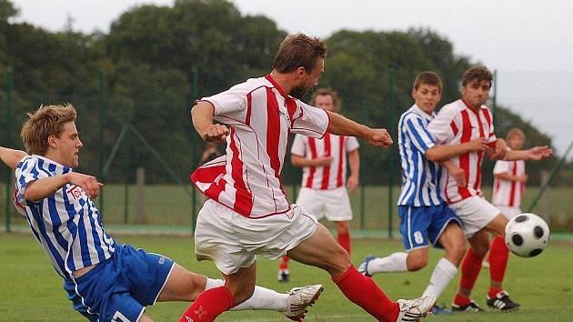Z utkání fotbalové divize Jirny - Čelákovice (4:1).