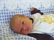 MATOUŠ Zubr se narodil v pátek 1. prosince 2017 ve 21 hodin s mírami 49 cm a 2 880g rodičům Markovi a Haně. Doma v Bobnicích se na něj už těšila také sestra Nikolka (10) a bratr Lukášek (12).