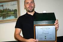 Sládek Bohumil Valenta s oceněním za Střízlíka