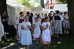 Folklorní festival se letos uskutečnil pod vodárenskou věží v Nymburce.