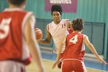 Basketbal je všeobecný sport, říká trenér. Je třeba ovládat řadu věcí, třeba i atletiku.