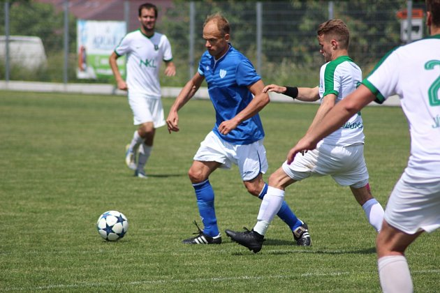 Z fotbalového utkání krajského přeboru Vykáň - Jíloviště (6:3)