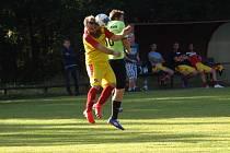 Z fotbalového utkání okresního přeboru Kostelní Lhota - Hrubý Jeseník (0:1)