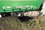 U obce Kolaje došlo k nehodě osobního a nákladního vozu.